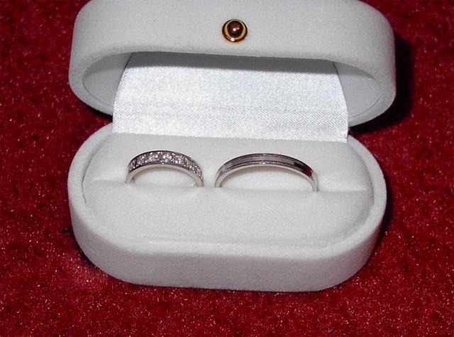 M+R=VL ;o)) - Tááák, konečně nám přišly prstýnky! Mam děsnou radost a jsem z nich nadšená! ;o) Jsou od Diana Group ...