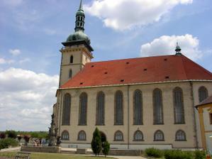 Tak nakonec je všechno jinak a obřad bude v mosteckém přesunutém děkanském kostele Nanebevzetí Panny Marie ... ;o)