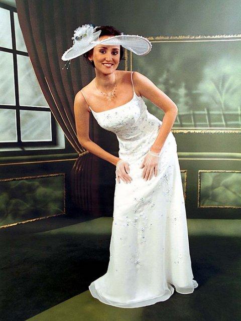 Jen svatební šaty - Obrázek č. 24