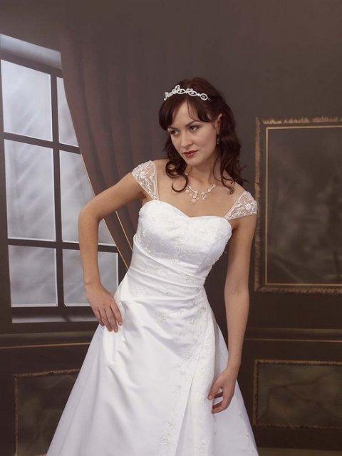 Jen svatební šaty - Obrázek č. 26