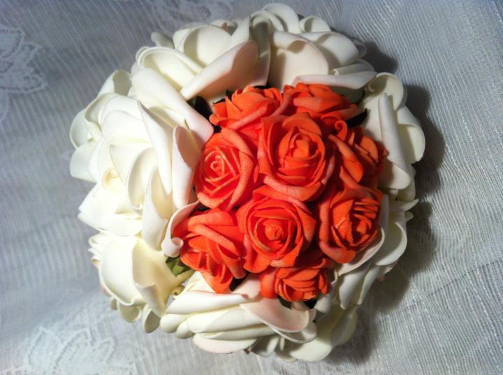 Netradiční svatební kytice - pěnové růžičky + polštářky pod prstýnky, košíčky - Obrázek č. 14