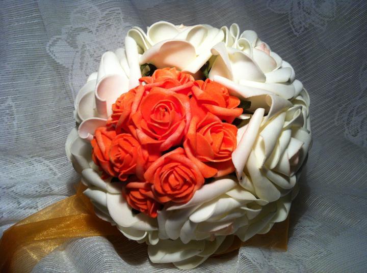 Netradiční svatební kytice - pěnové růžičky + polštářky pod prstýnky, košíčky - Obrázek č. 15