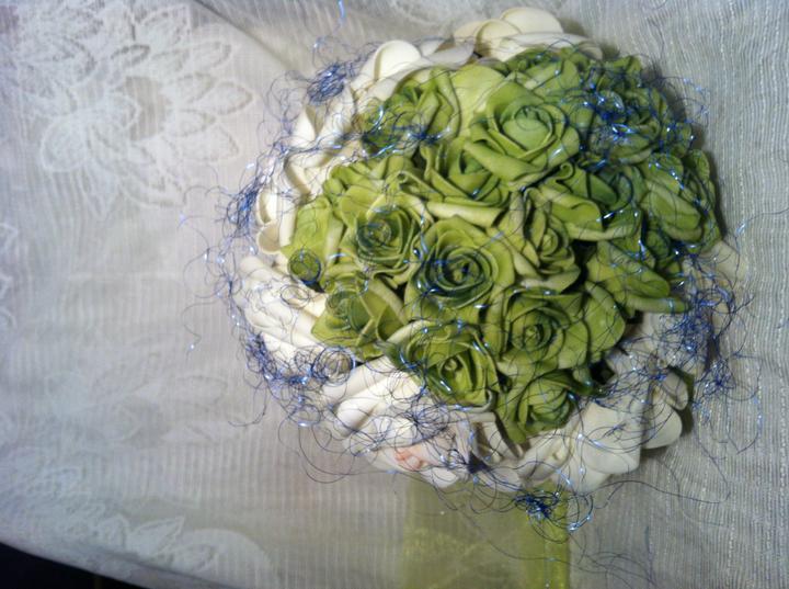 Netradiční svatební kytice - pěnové růžičky + polštářky pod prstýnky, košíčky - Obrázek č. 16