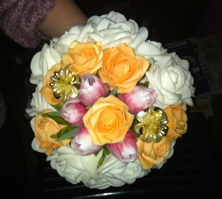 Netradiční svatební kytice - pěnové růžičky + polštářky pod prstýnky, košíčky - Obrázek č. 5