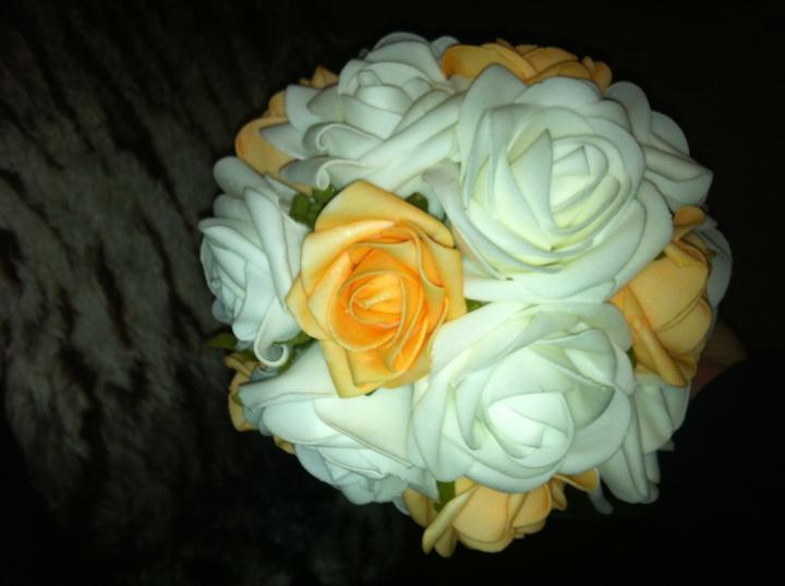 Netradiční svatební kytice - pěnové růžičky + polštářky pod prstýnky, košíčky - Obrázek č. 6
