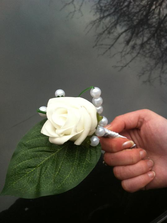 Netradiční svatební kytice - pěnové růžičky + polštářky pod prstýnky, košíčky - korsáž