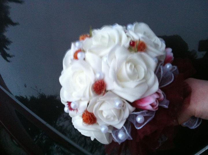 Netradiční svatební kytice - pěnové růžičky + polštářky pod prstýnky, košíčky - Obrázek č. 2