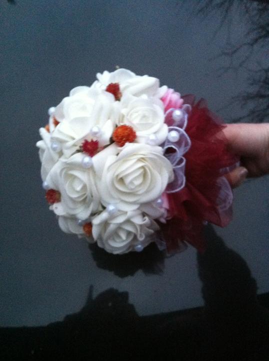 Netradiční svatební kytice - pěnové růžičky + polštářky pod prstýnky, košíčky - Obrázek č. 3