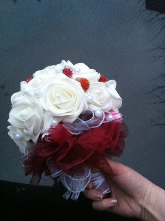 Netradiční svatební kytice - pěnové růžičky + polštářky pod prstýnky, košíčky - Obrázek č. 4