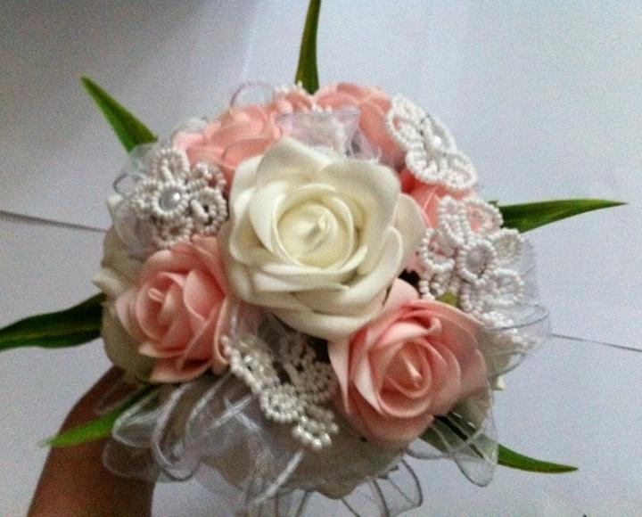 Netradiční svatební kytice - pěnové růžičky + polštářky pod prstýnky, košíčky - Obrázek č. 24