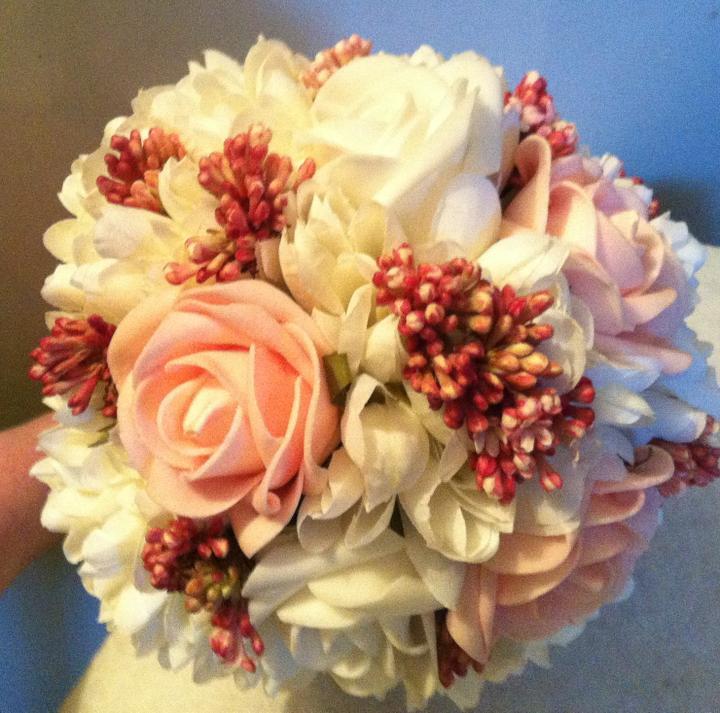 Netradiční svatební kytice - pěnové růžičky + polštářky pod prstýnky, košíčky - Obrázek č. 33