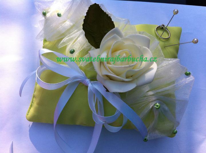 Netradiční svatební kytice - pěnové růžičky + polštářky pod prstýnky, košíčky - Obrázek č. 39