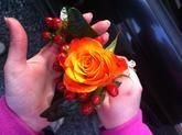 Korsáž pro ženicha / rosa mariyo , hypericium