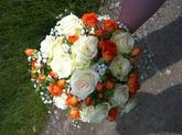 Svatební kytice kulatá / mini růžičky + krémové