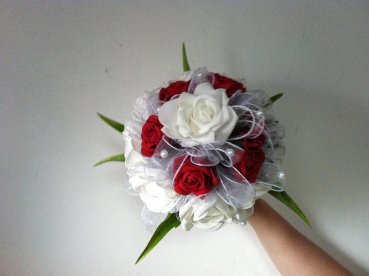 Netradiční svatební kytice - pěnové růžičky + polštářky pod prstýnky, košíčky - Obrázek č. 47