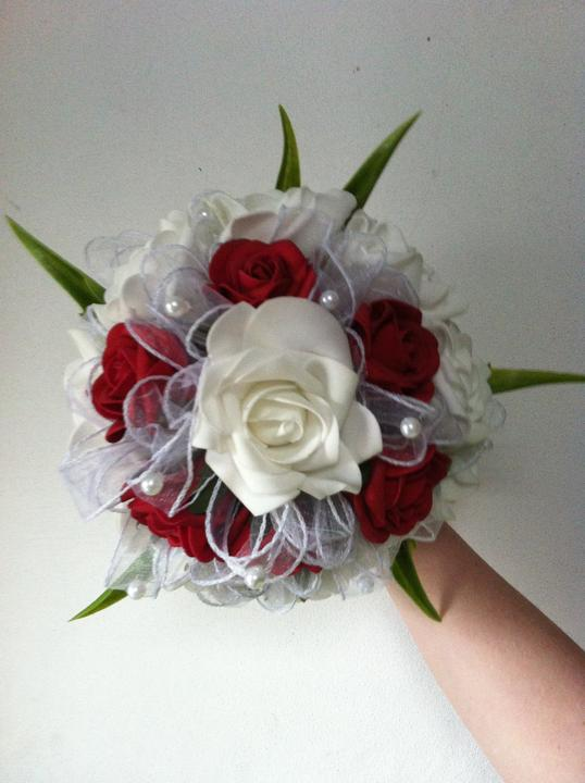 Netradiční svatební kytice - pěnové růžičky + polštářky pod prstýnky, košíčky - Obrázek č. 48