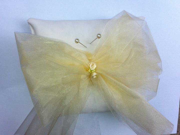 Netradiční svatební kytice - pěnové růžičky + polštářky pod prstýnky, košíčky - Obrázek č. 52