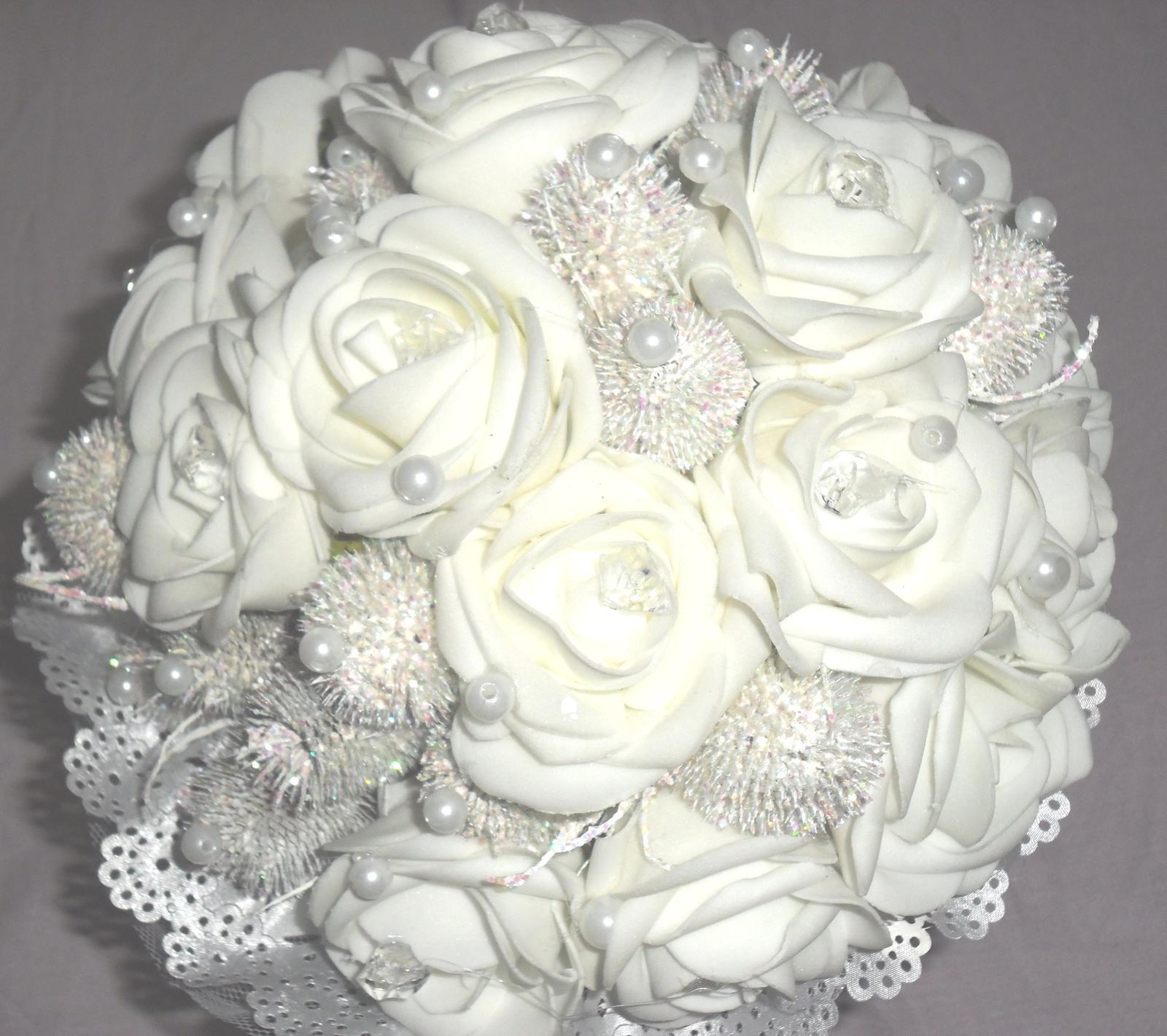 Netradiční svatební kytice - pěnové růžičky + polštářky pod prstýnky, košíčky - Obrázek č. 58