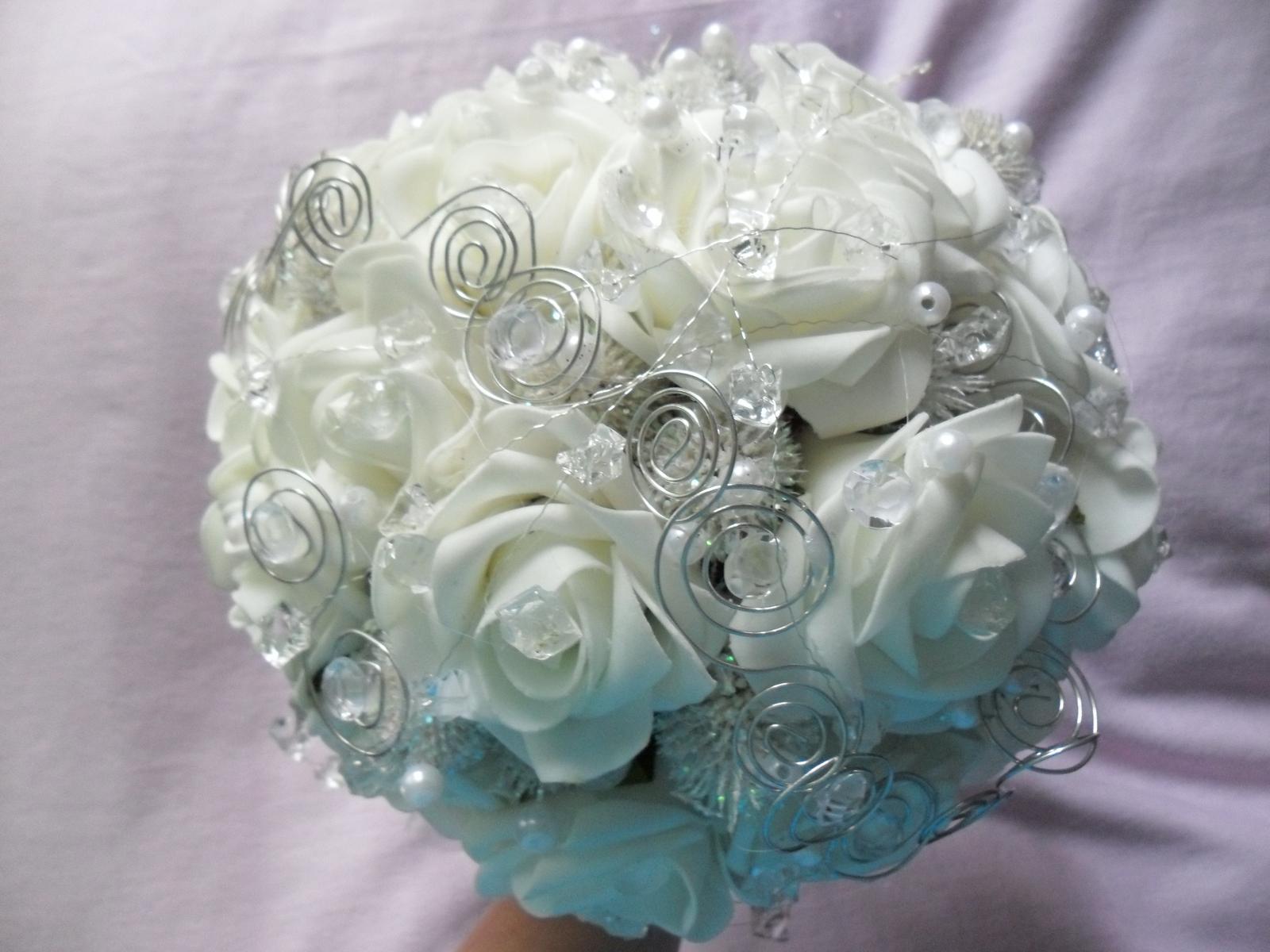 Netradiční svatební kytice - pěnové růžičky + polštářky pod prstýnky, košíčky - Obrázek č. 62