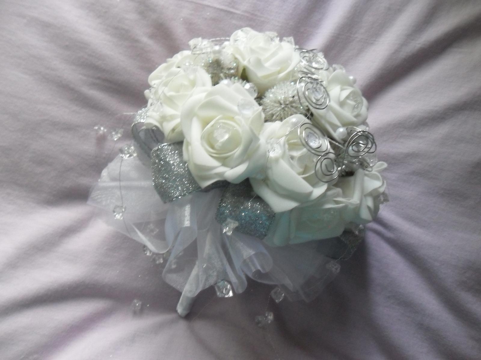 Netradiční svatební kytice - pěnové růžičky + polštářky pod prstýnky, košíčky - Obrázek č. 63