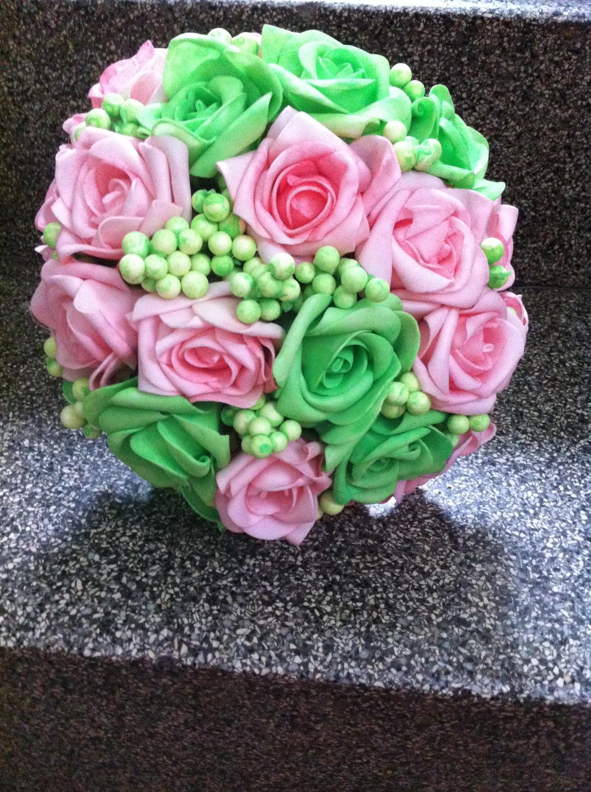 Netradiční svatební kytice - pěnové růžičky + polštářky pod prstýnky, košíčky - Obrázek č. 68
