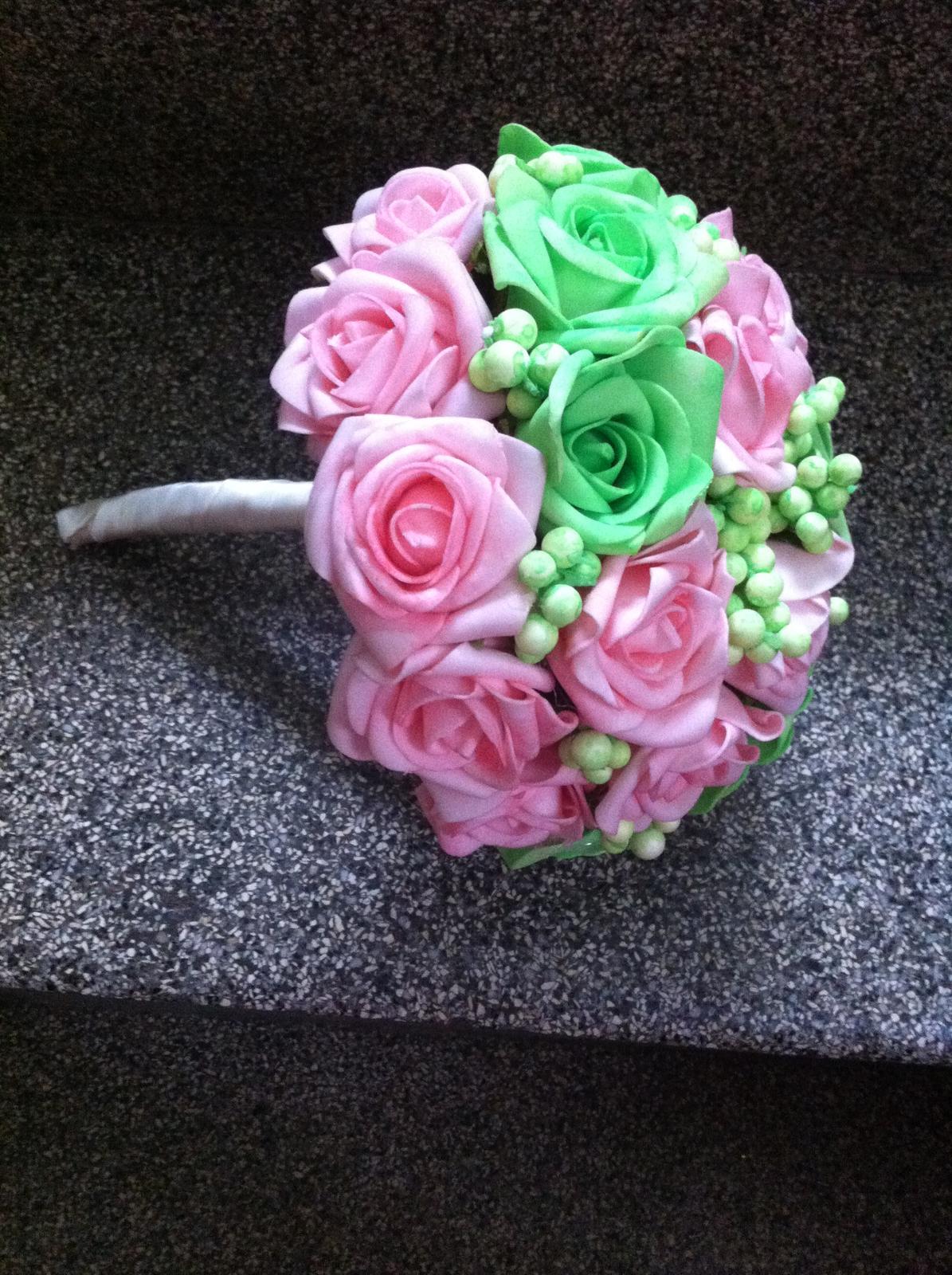 Netradiční svatební kytice - pěnové růžičky + polštářky pod prstýnky, košíčky - Obrázek č. 69