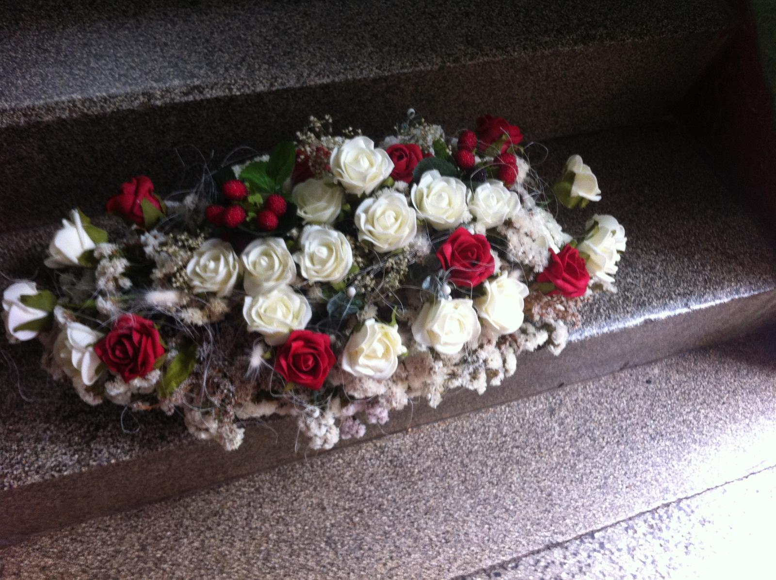 Netradiční svatební kytice - pěnové růžičky + polštářky pod prstýnky, košíčky - Obrázek č. 74