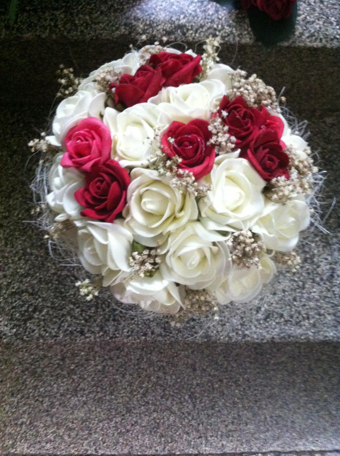 Netradiční svatební kytice - pěnové růžičky + polštářky pod prstýnky, košíčky - Obrázek č. 76