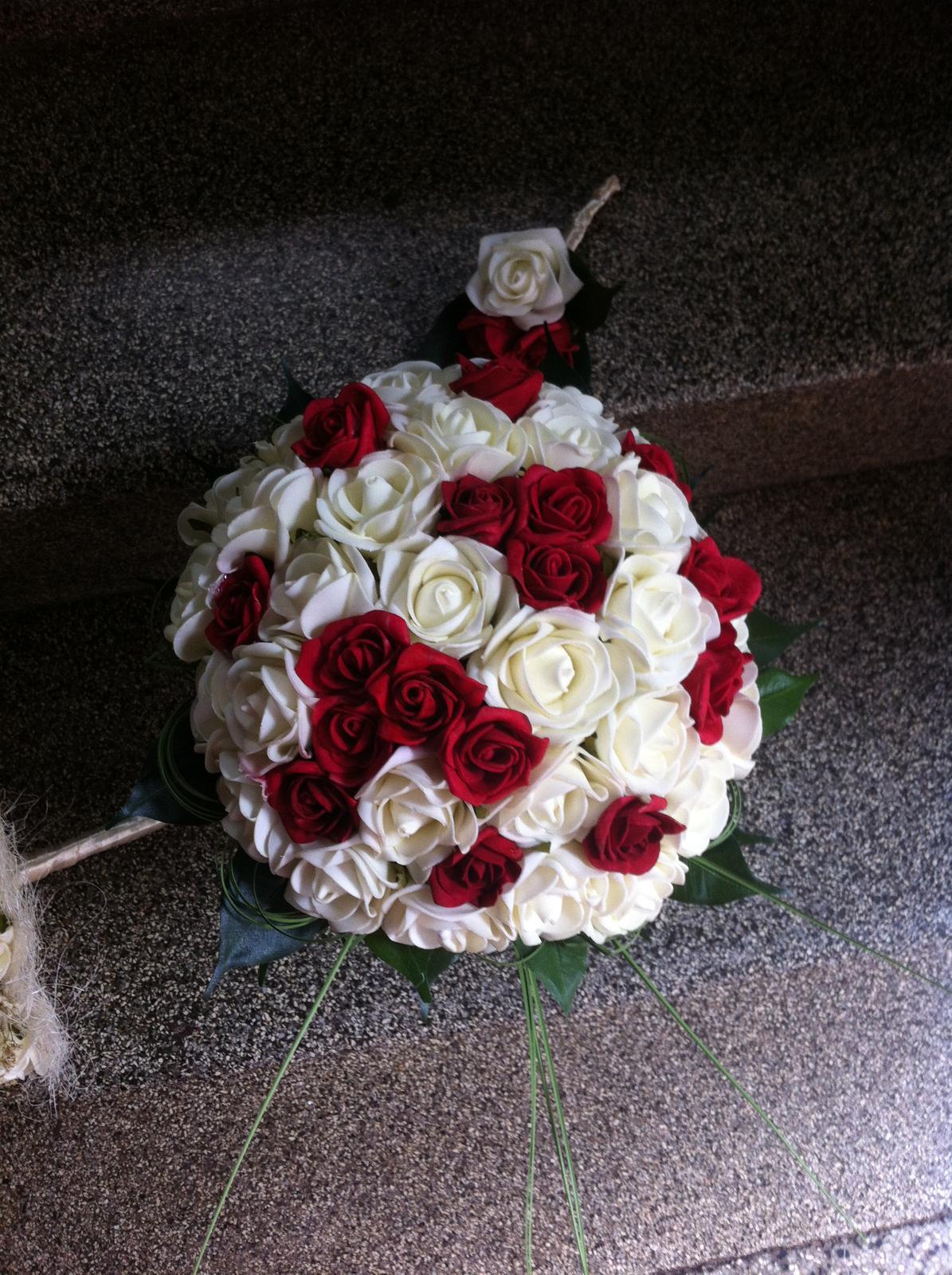 Netradiční svatební kytice - pěnové růžičky + polštářky pod prstýnky, košíčky - Obrázek č. 77
