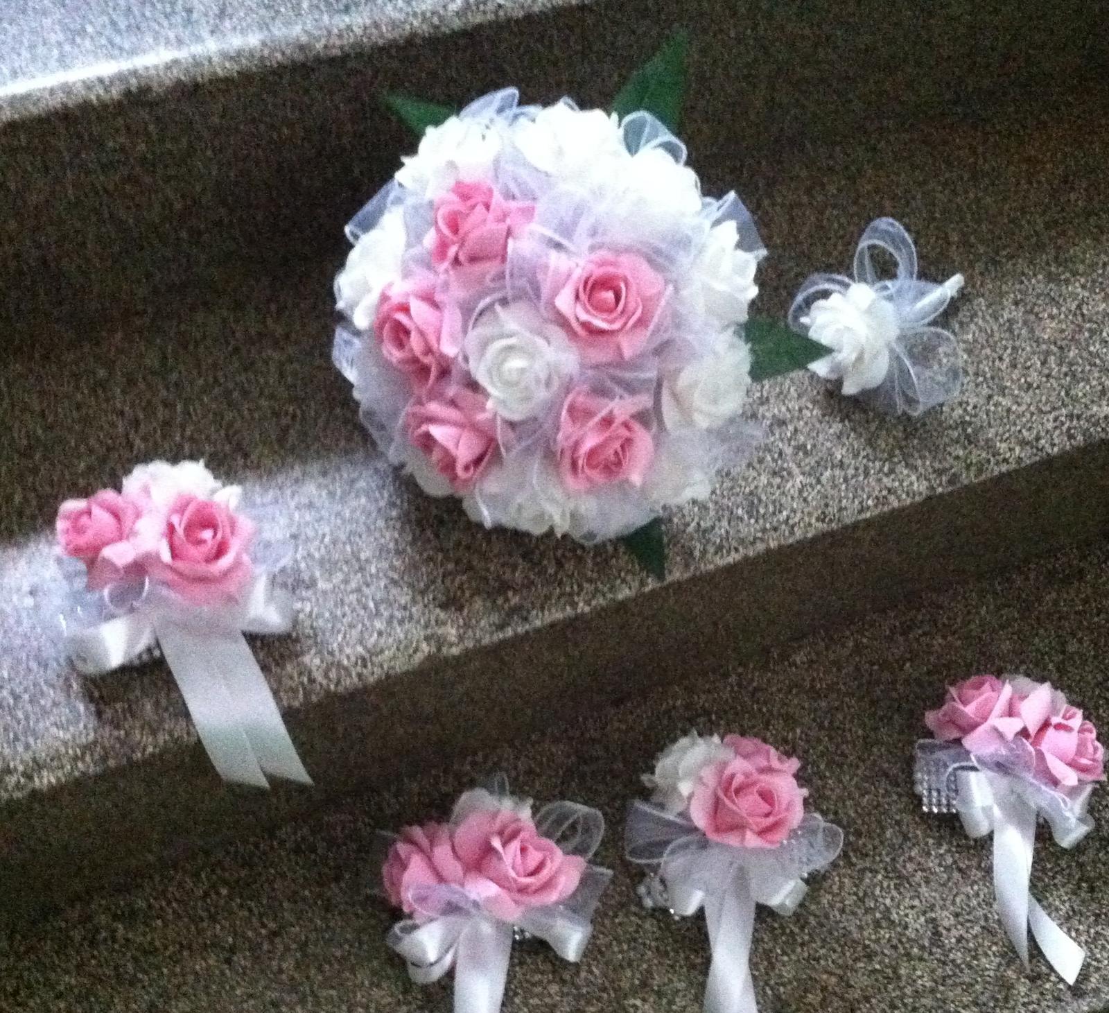 Netradiční svatební kytice - pěnové růžičky + polštářky pod prstýnky, košíčky - Obrázek č. 83