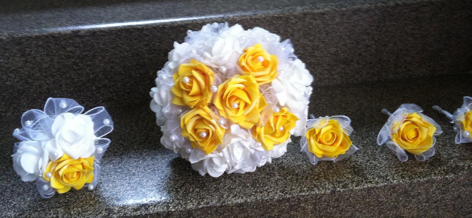 Netradiční svatební kytice - pěnové růžičky + polštářky pod prstýnky, košíčky - Obrázek č. 91