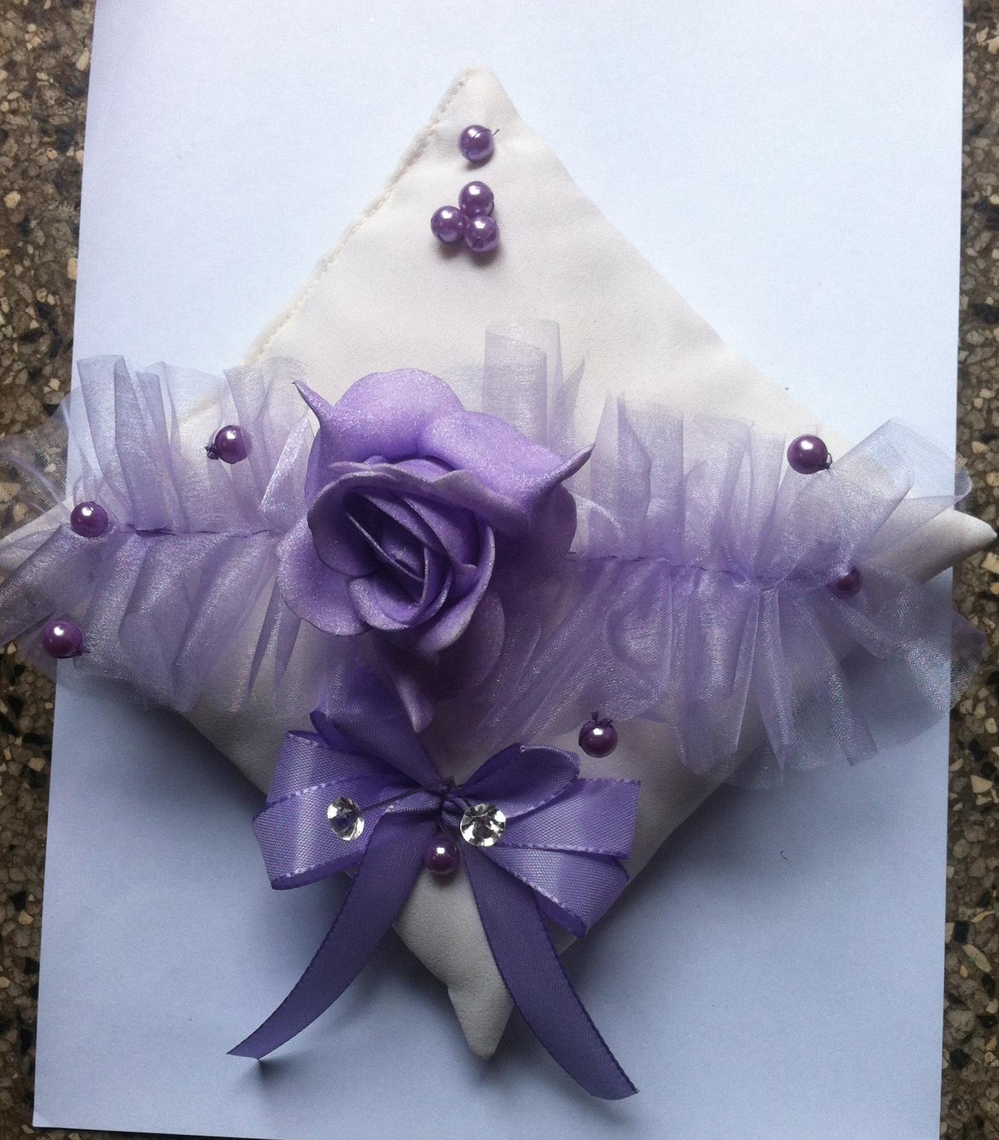 Netradiční svatební kytice - pěnové růžičky + polštářky pod prstýnky, košíčky - Obrázek č. 94