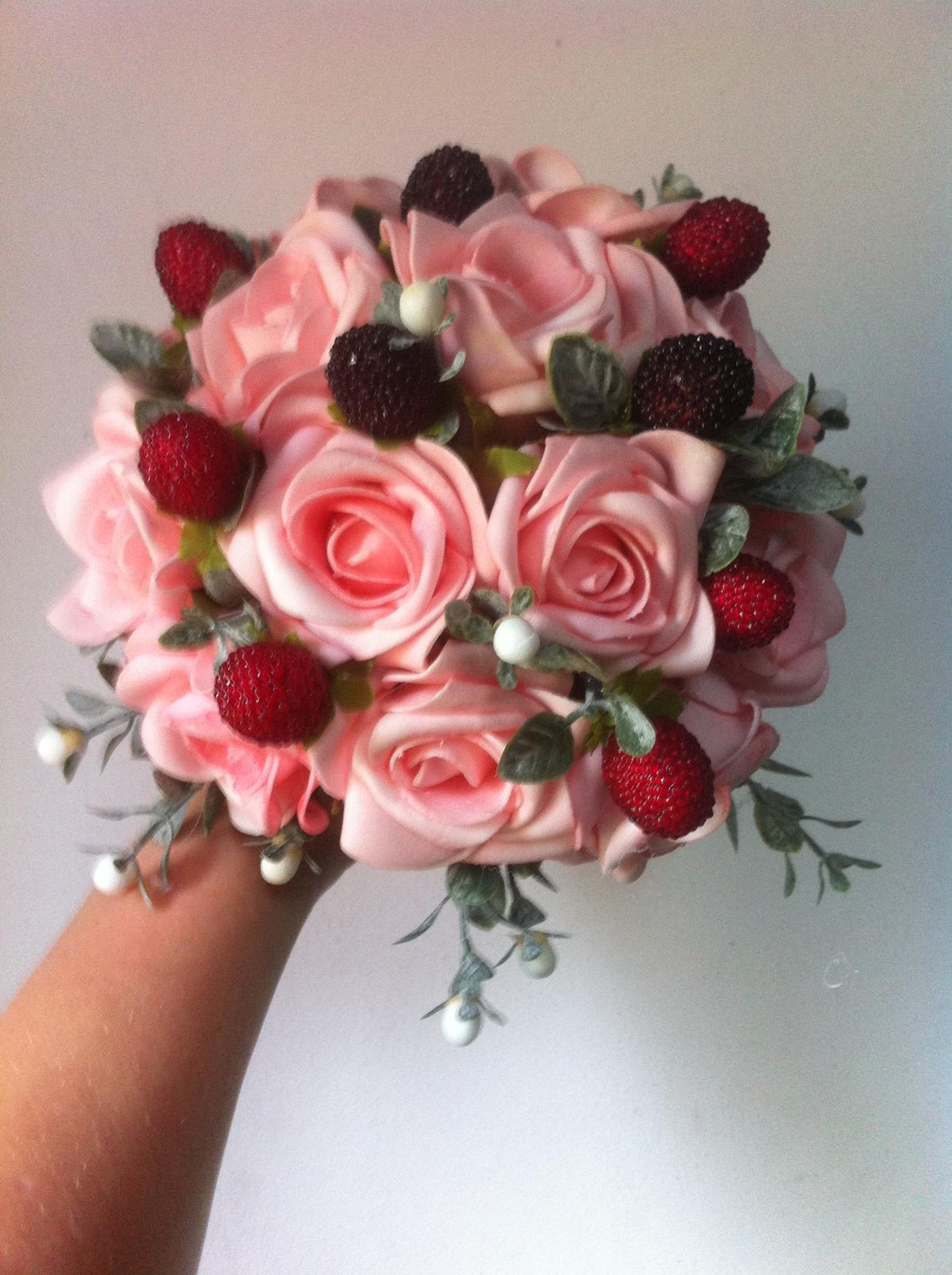 Netradiční svatební kytice - pěnové růžičky + polštářky pod prstýnky, košíčky - Obrázek č. 95
