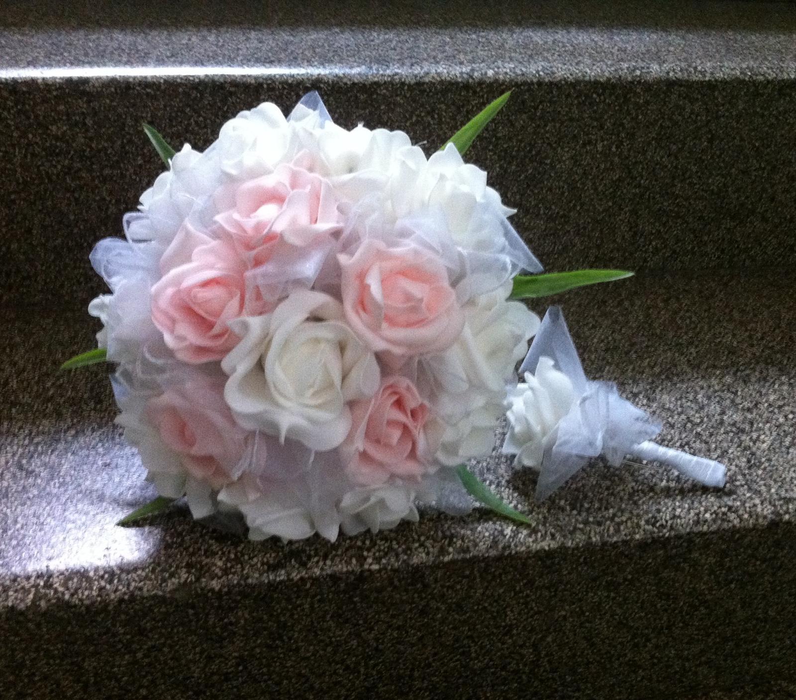 Netradiční svatební kytice - pěnové růžičky + polštářky pod prstýnky, košíčky - Obrázek č. 101