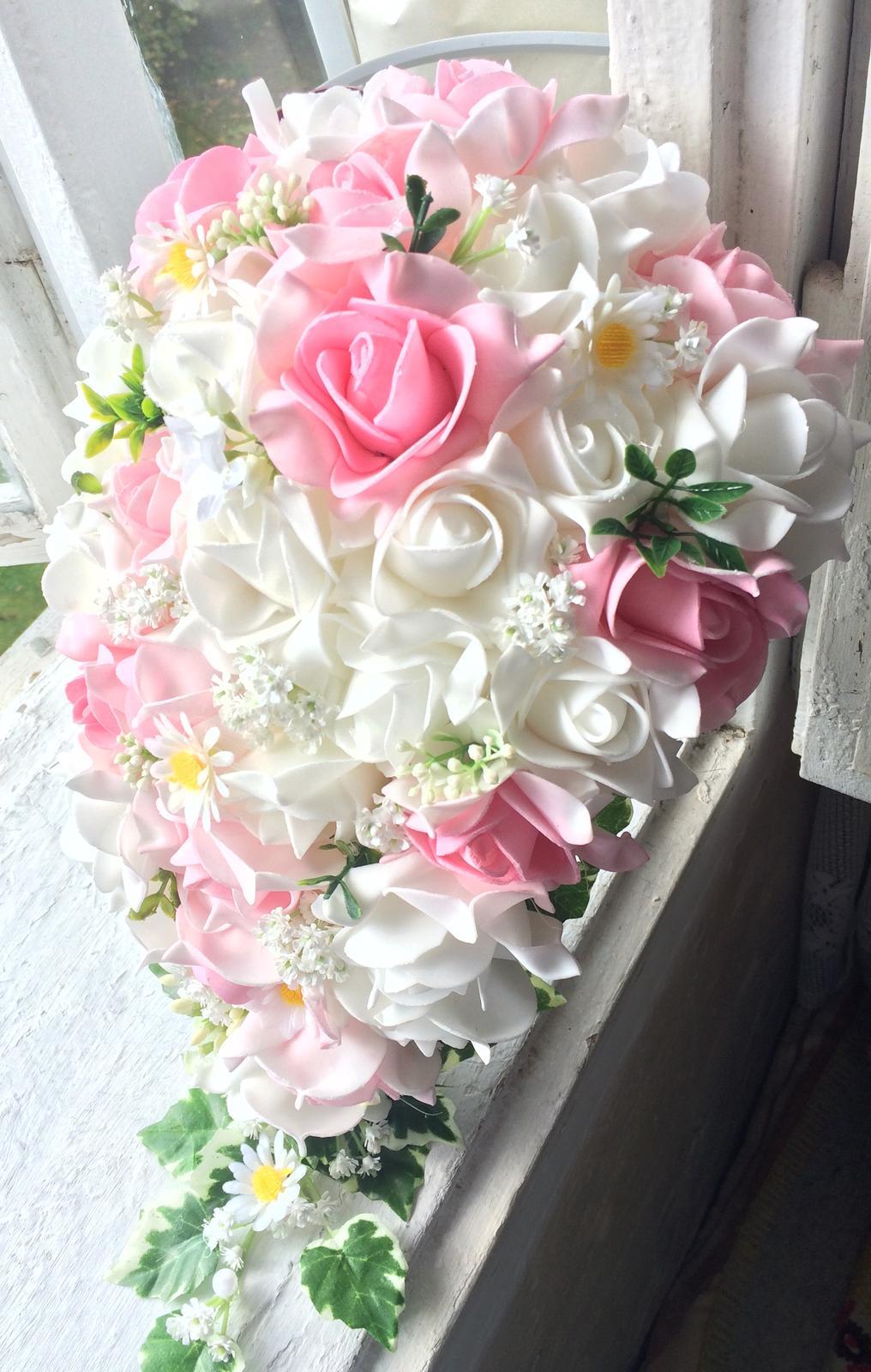 Svatební kytice z umělých květin - Obrázek č. 2