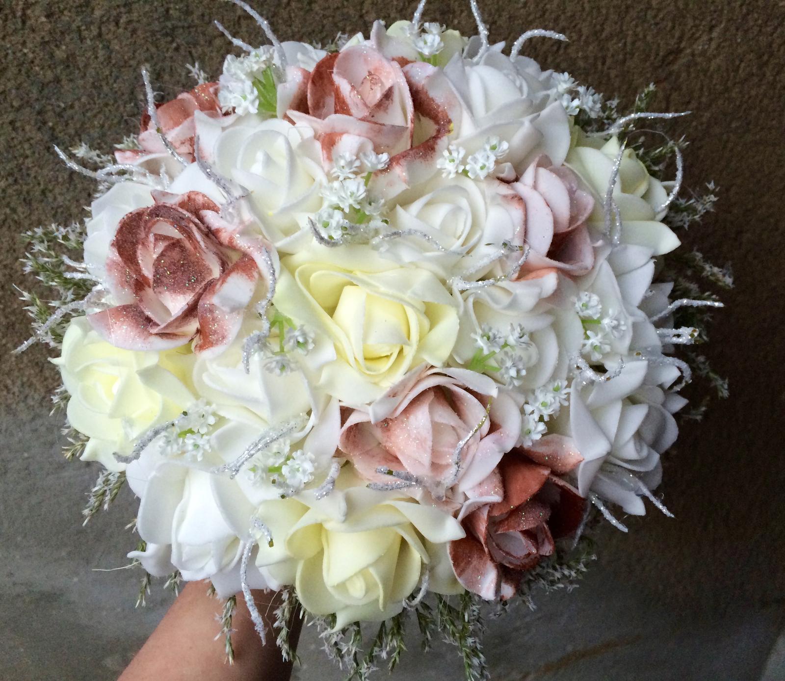 Svatební kytice z umělých květin - Obrázek č. 7