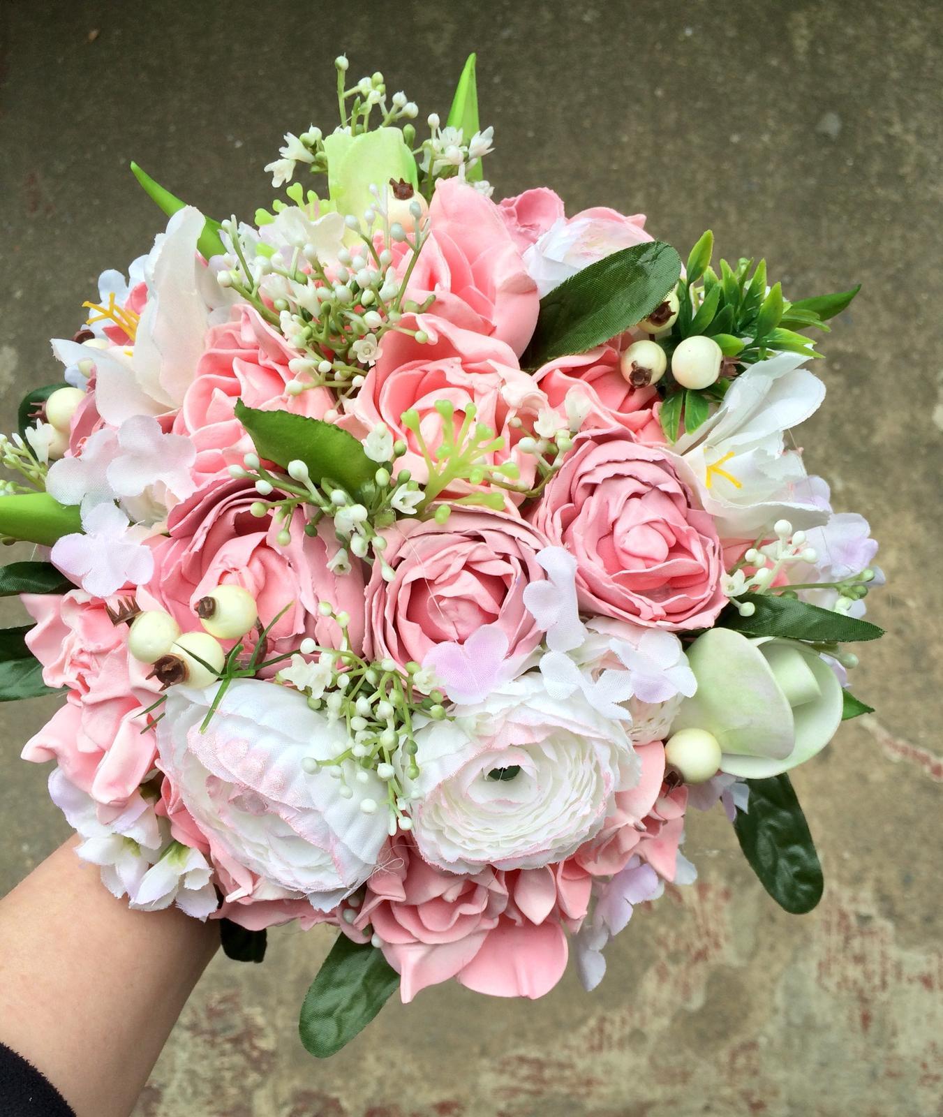 Svatební kytice z umělých květin - Obrázek č. 31