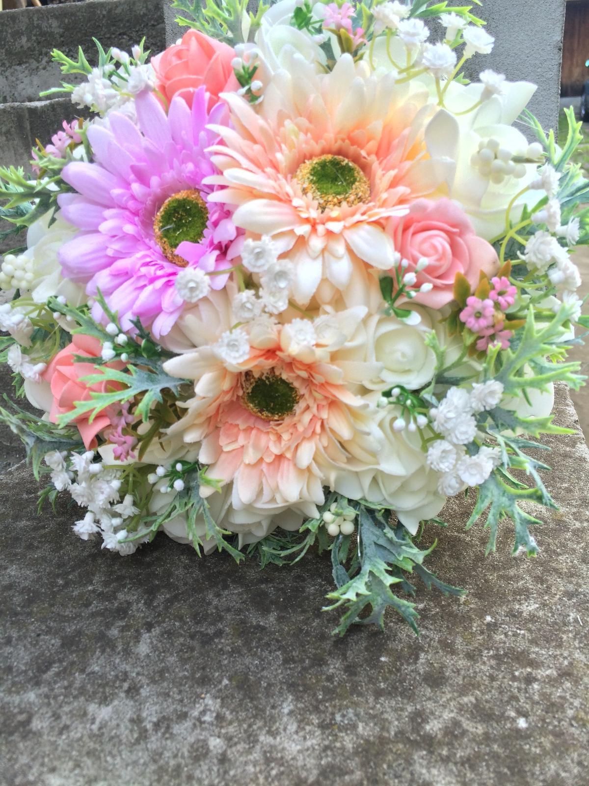 Svatební kytice z umělých květin - Obrázek č. 37