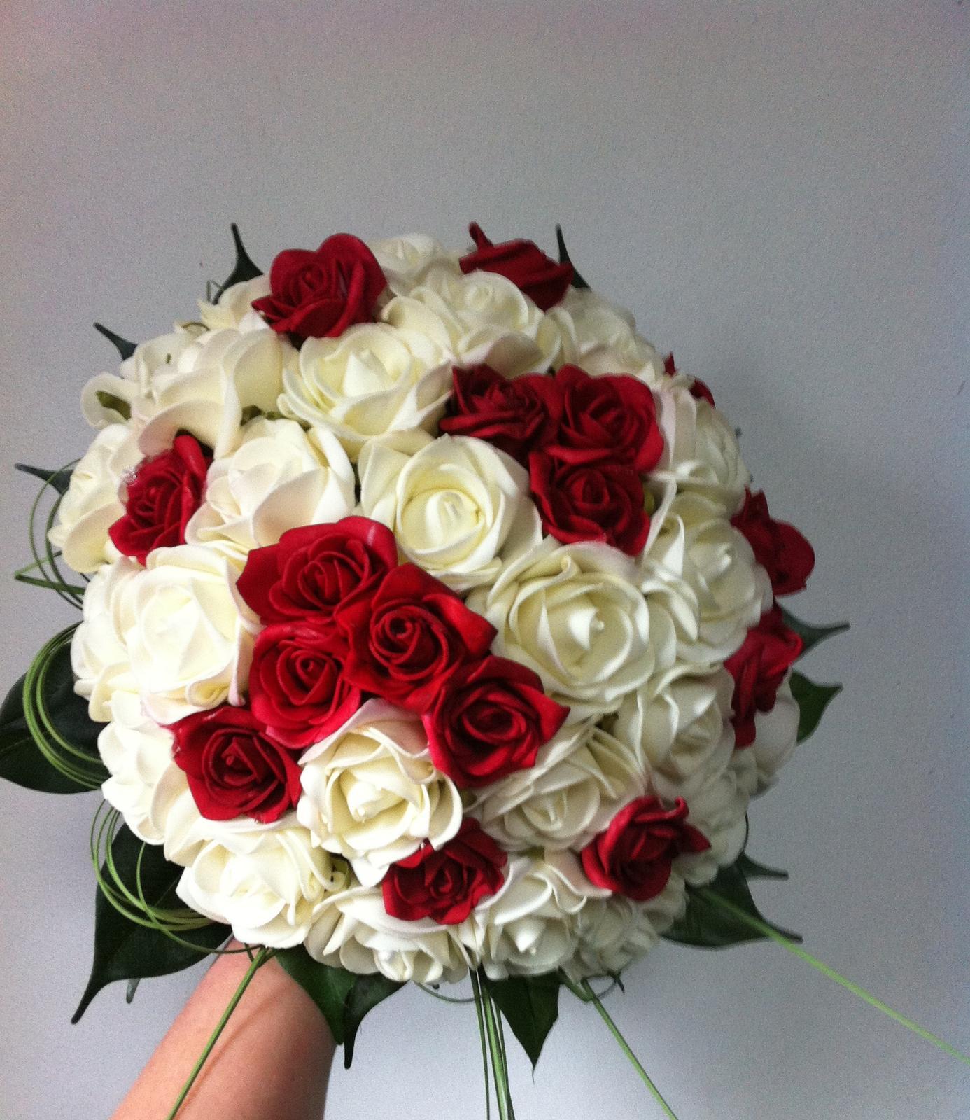 Svatební kytice z umělých květin - krémovo-rudá - Obrázek č. 1
