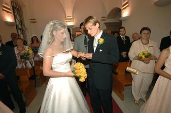 Navlékání snubního prstýnku