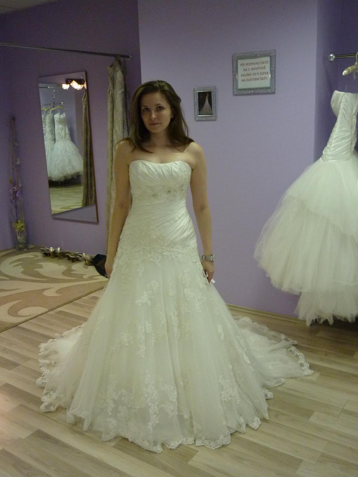 6daccce5301f Sú svadobné šaty Primavera pekné a sedia na postav...