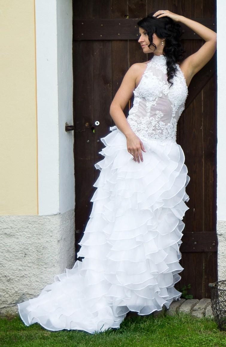 Svatební šaty s originálním střihem - 37 - Obrázek č. 1
