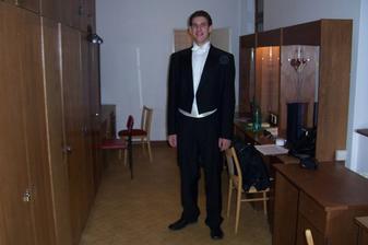 To jsem já v obleku před koncertem