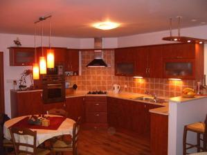 tato kuchyň e mi také líbí a větlo nad stolem:-)