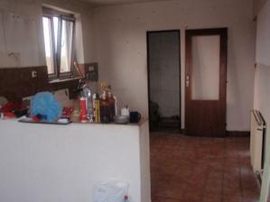 pohled do kuchyně - před úpravou