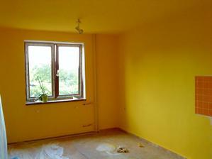 jídelna a kuchyň jsou žluté