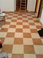 podlaha v chodbě (zatím špinavá)