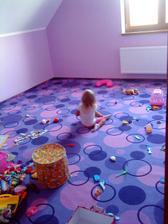 děti si dnes poprvé hrály v pokojíčku :-)