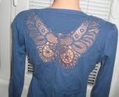Luxusny svetrik modry s motylikom, M