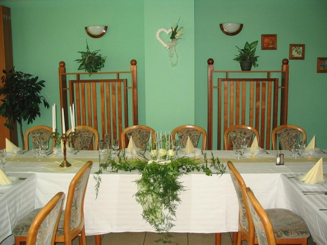 Zuzka & Peťo 18.10.2008 - A tu bude svadobna hostina...:)